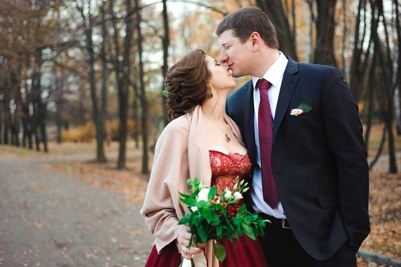 Ideen für Hochzeitsfotos. Tolle Hochzeitsbilder. Braut & Bräutigam im Herbst!