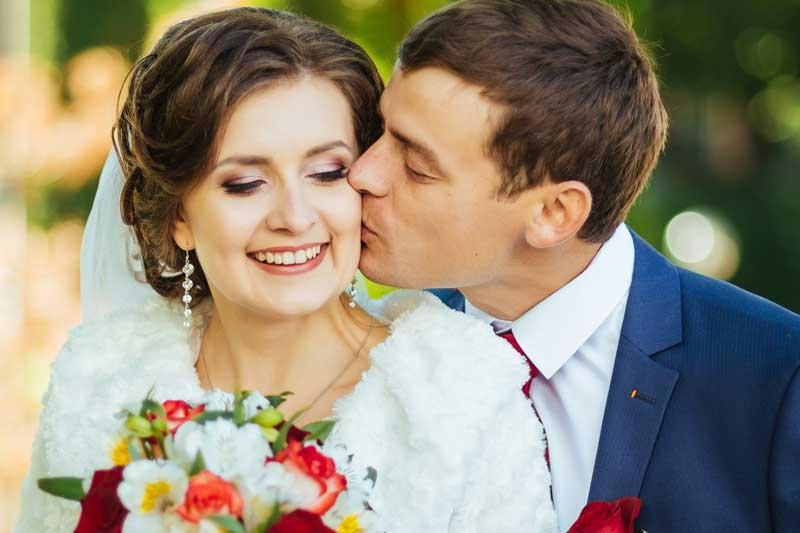 Kuss Hochzeitsbild Hochzeitspaar Fotos