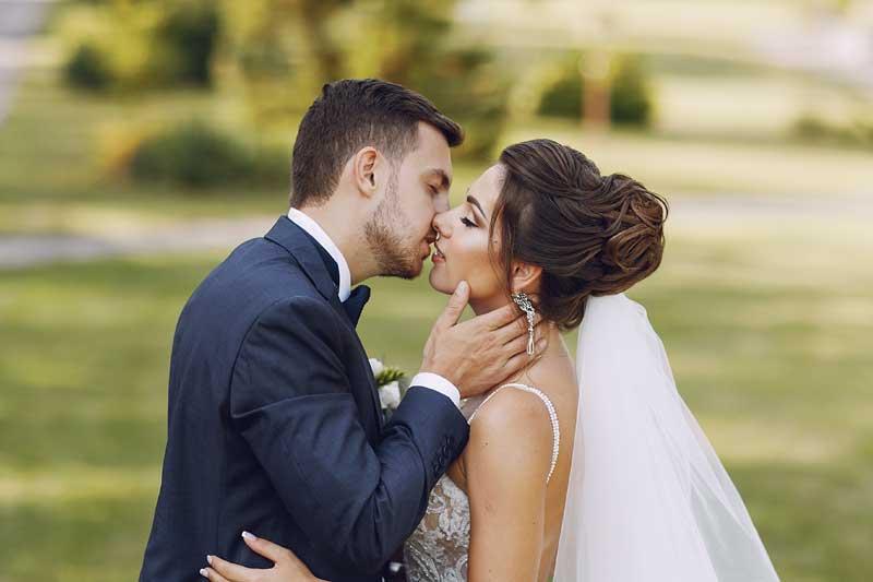 Sommerhochzeit. Wunderschöne Hochzeitsfotos. Ein herrlicher Sommertag!